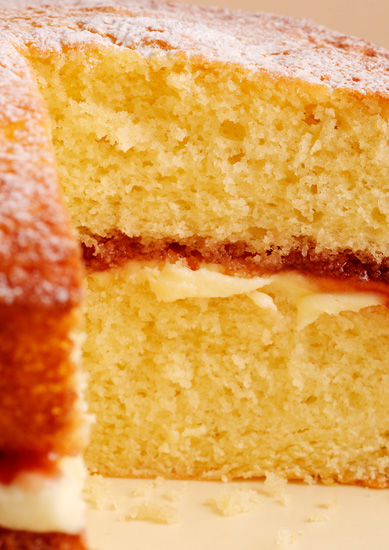 Miraculous Nigellas Easy Victoria Sponge Recipe The Icing On The Cakes Funny Birthday Cards Online Inifodamsfinfo